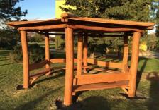 Altánek z akátového dřeva