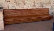 Atpická akátová lavice