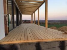 Modřínová terasa spojená na t-klipy.